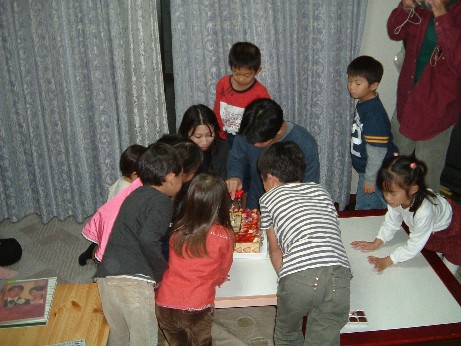 Cakecutting_and_children
